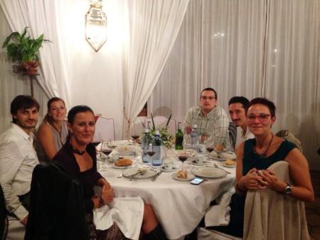 Cenando con traductores.